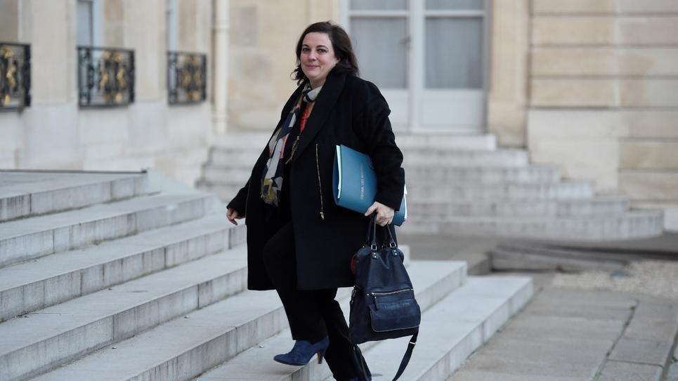"""La ministre du Logement Emmanuelle Cosse arrive à l'Élysée le 18 janvier 2017 pour assister à une réunion ministérielle sur la mise en œuvre du plan """"grand froid""""."""