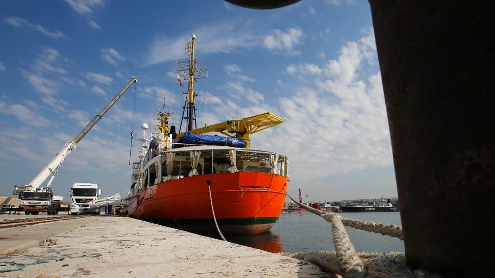 Le navire Aquarius, de l'ONG SOS Médietarranée, amarrée face au Mucem, le Musée des civilisations de l'Europe et de la Méditerranée, à Marseille, le 29 juin 2018.