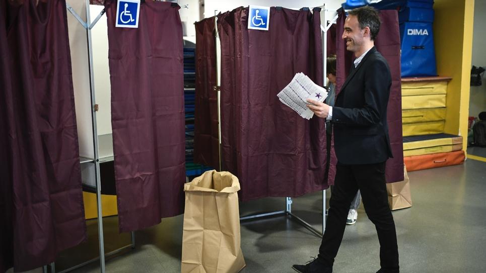Raphaël Glucksmann, tête de liste des socialistes et de Place Publique, vote aux européennes, le 26 mai 2019 à Paris