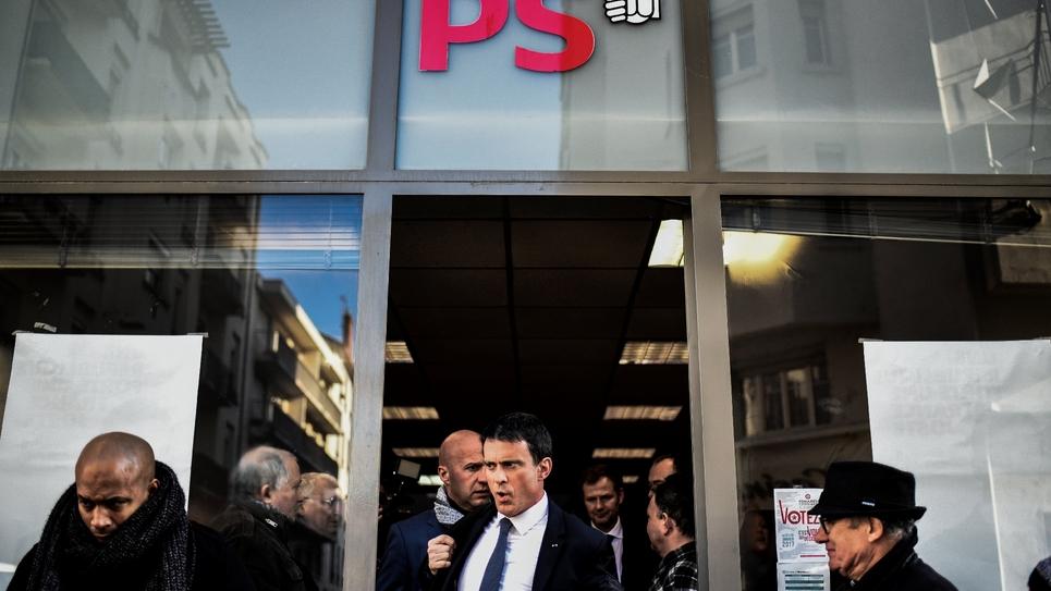 Manuel Valls à la sortie du siège du PS le 17 janvier 2017 à Villeurbanne