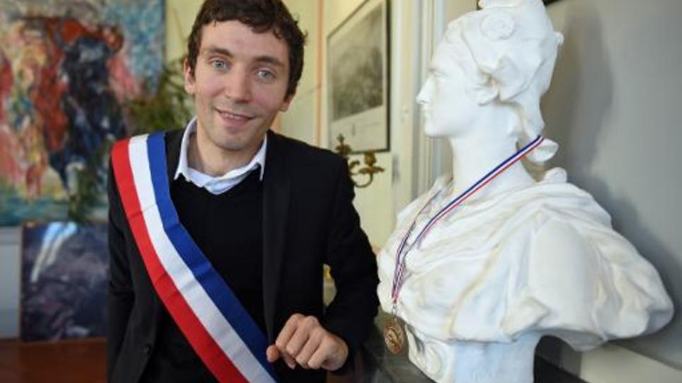 Le maire FN de Beaucaire, Julien Sanchez, dans son bureau le 24 février 2015
