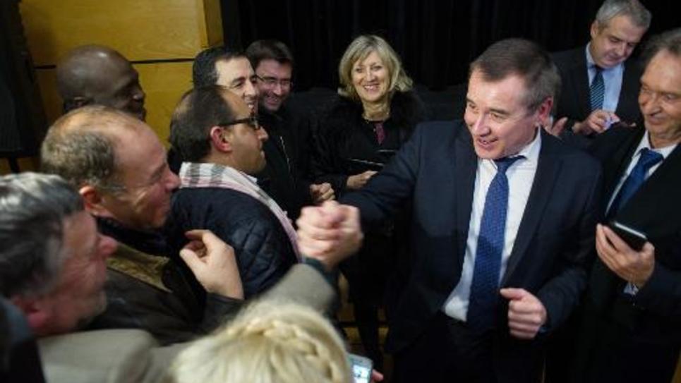 Frédéric Barbier félicité par ses partisans après sa victoire le 8 février 2015 à Audincourt
