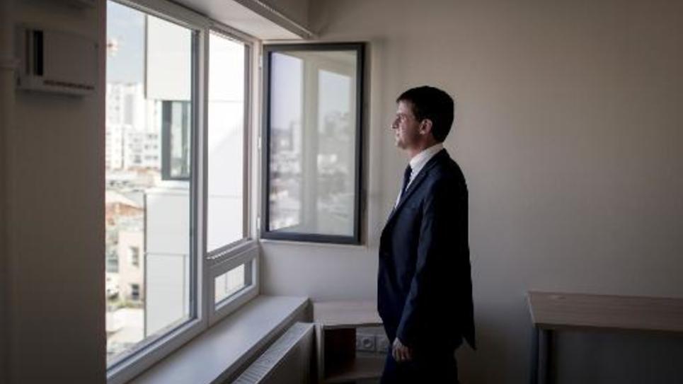 Le Premier ministre Manuel Valls dans un appartement de Paris, le 26 juin 2014