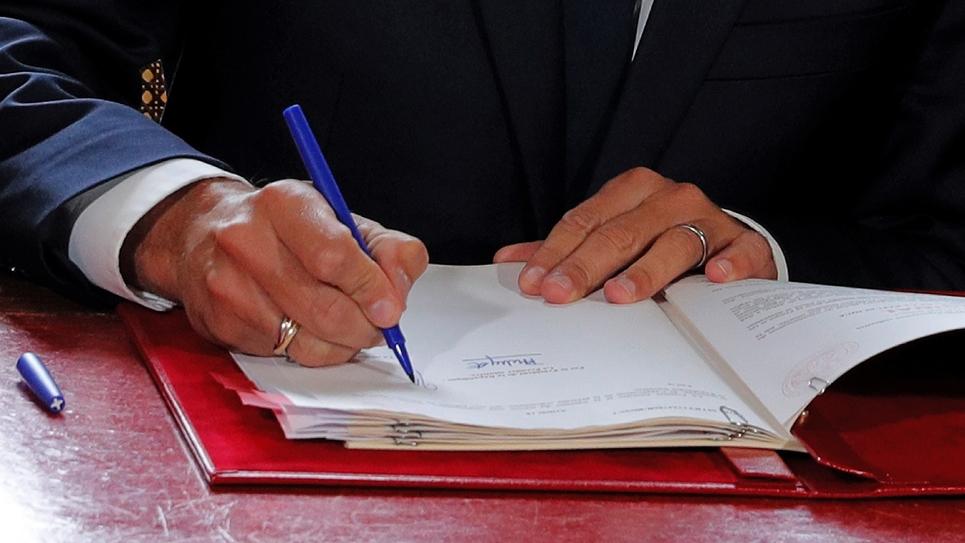La signature des ordonnances  destinée à réformer le code du Travail, par Emmanuel Macron à l'Élysée, le 22 septembre 2017