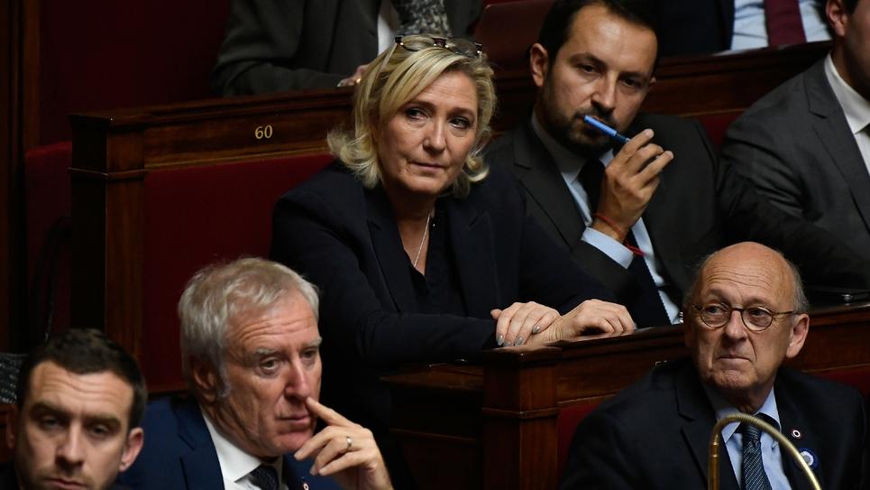 La présidente du Rassemblement national (RN) Marine Le Pen (C) à l'Assemblée nationale, le 6 novembre 2018 à Paris