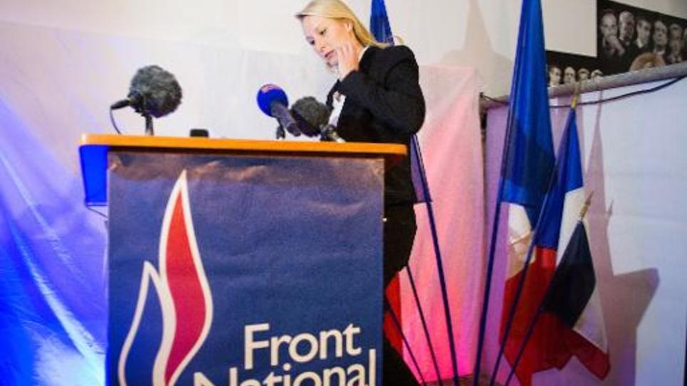 La députée FN, Marion Maréchal-Le Pen, sur le point de s'exprimer après les résultats du 1er tour, le 22 mars 2015 à Carpentras, dans le département du Vaucluse où le parti d'extrême-droite espère l'emporter