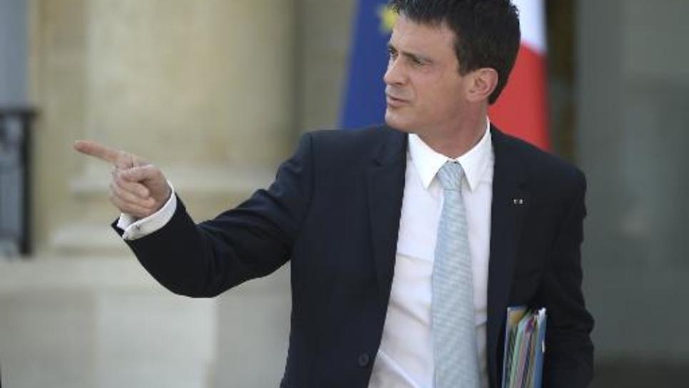Le Premier ministre Manuel Valls quitte l'Elysée après le conseil des ministres le 8 avril 2015