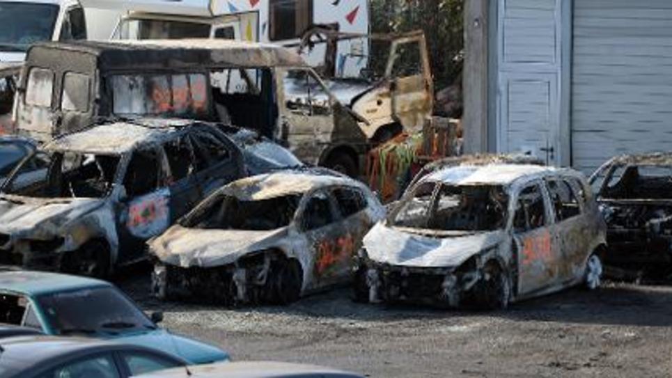 """Un ex-responsable départemental Front national de Seine-et-Marne a été écroué mercredi soir dans l'attente de son procès pour avoir incendié des voitures et inventé une agression alors qu'il dénonçait sur son blog """"l'insécurité"""" dans sa commune"""