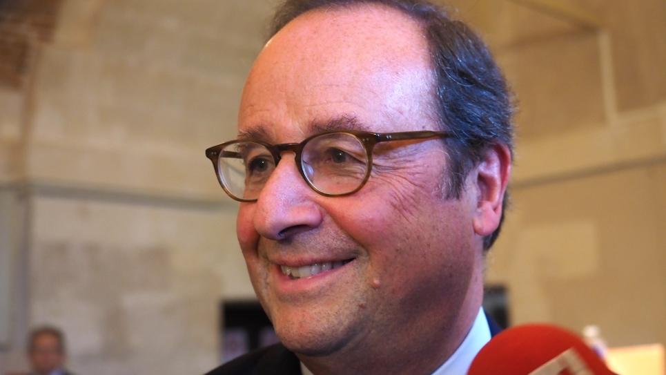 L'ex-président français François Hollande lors d'une conférence de presse aux Rendez-vous de l'Histoire de Blois, le 14 octobre 2018
