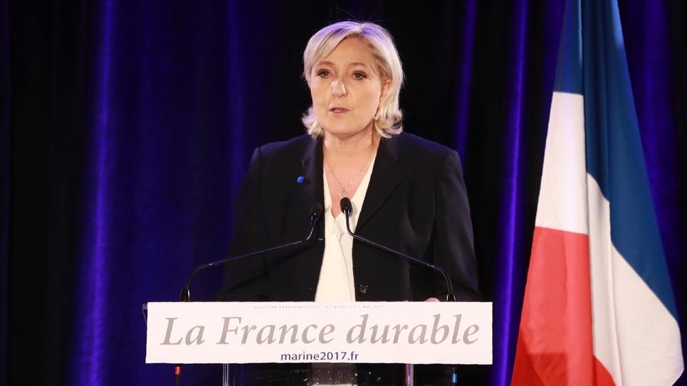 """Marine Le Pen, candidate FN à la présidentielle, le 26 janvier 2017 lors d'une conférence à Paris sur la """"France durable"""""""