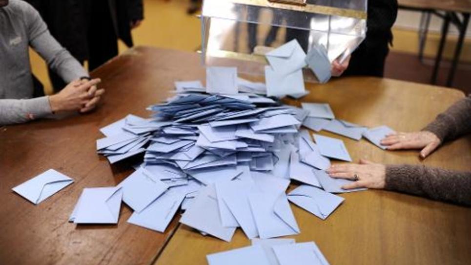 Comptage des bulletins de vote le 30 mars 2014 à Nantes