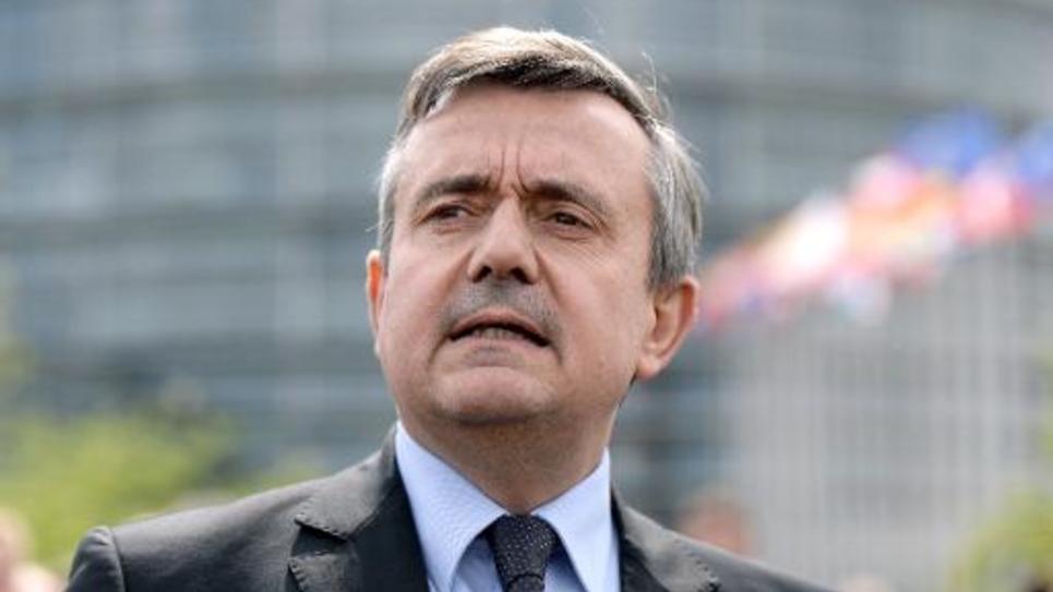 Yves Jégo, président par intérim de l'UDI, en face du parlement européen à Strasbourg, le 14 avril 2014