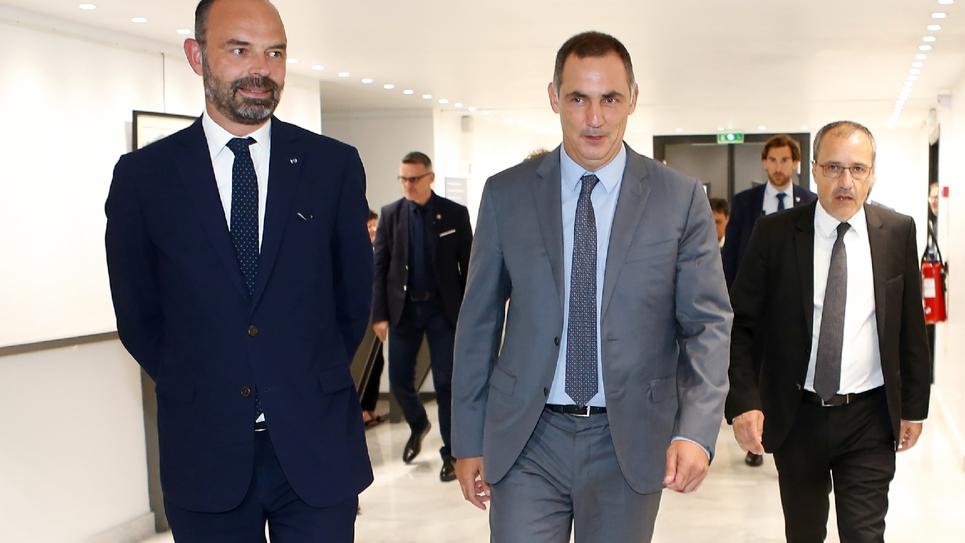 Le Premier Ministre Edouard Philippe est accueilli par le président du conseil exécutif de Corse Gilles Simeoni et par le président de l'Assemblée de Corse Jean-Guy Talamoni à Bastia le 3 juillet 2019