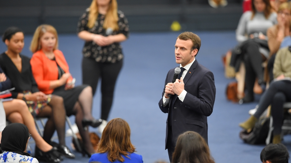 Emmanuel Macron lors d'un débat à Pessac le 28 février 2019