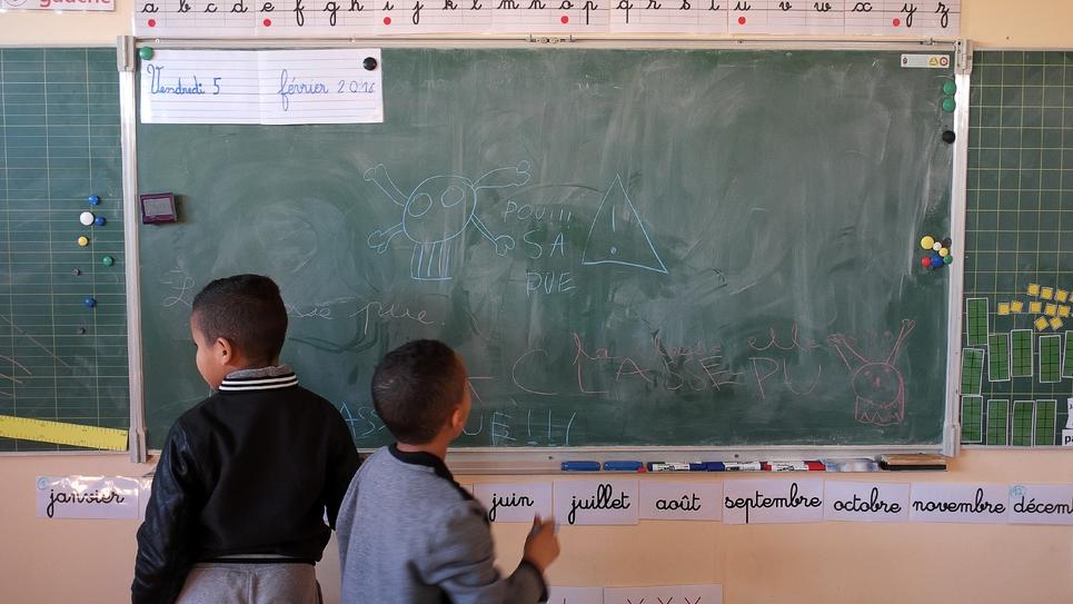 """Des élèves ont inscrit """"Pouah sa pue"""", au tableau de leur classe dans une école primaire de Marseille, le 8 février 2016"""