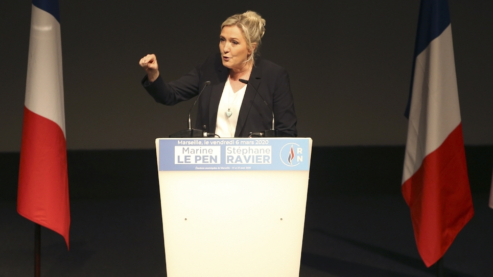 La présidente du Rassemblement national, Marine Le Pen, à Marseille lors de son dernier meeting de campagne pour les élections municipales le 6 mars 2020