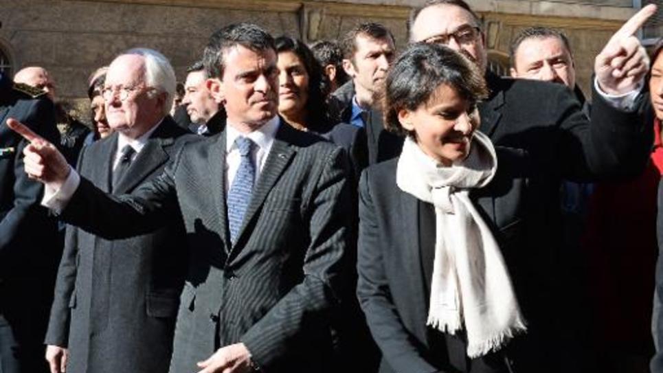 Manuel Valls entouré de la Ministre de l'Éducation Najat Vallaud-Belkacem et du président de la région Provence Alpes Côte-d'Azur, Michel Vauzelle, le 10 février à Marseille