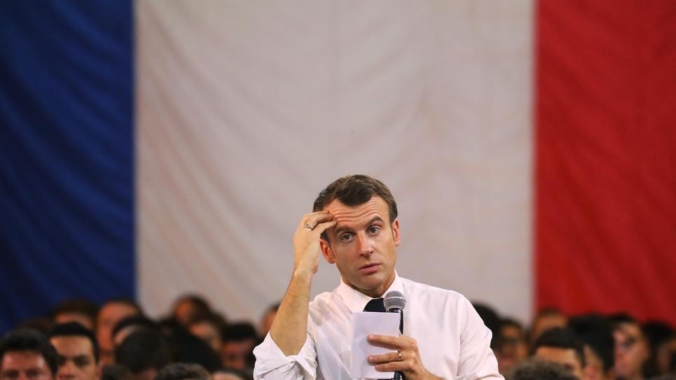 Emmanuel Macron face aux jeunes lors d'un grand débat à Etang-sur-Arroux, en Saône-et-Loire, le 7 février 2019