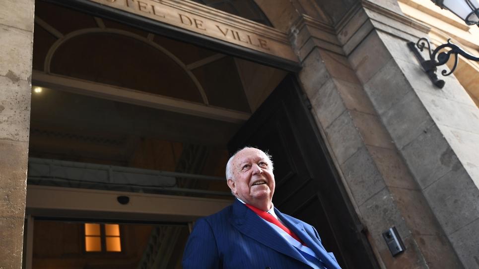 Le maire de Marseille Jean-Claude Gaudin devant l'hôtel de ville de Marseille, le 20 octobre 2017