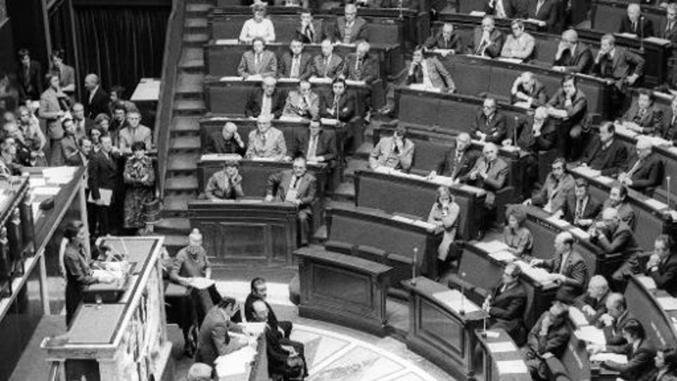 Simone Veil, alors ministre de la Santé, lors d'un discours sur la légalisation de l'avortement le 26 novembre 1974 à l'Assemblée nationale