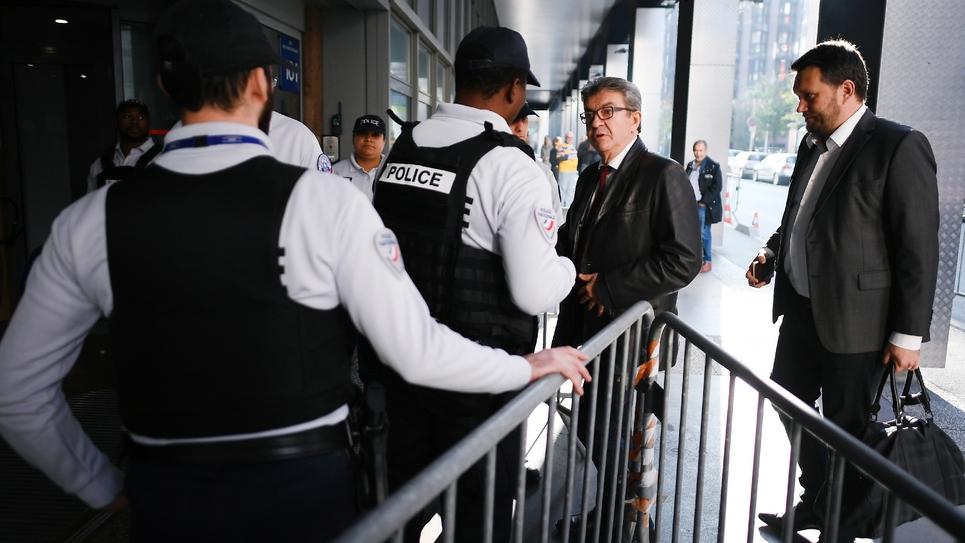 Arrivée de Jean-Luc Mélenchon dans les locaux de la police anticorruption (Oclciff) à Nanterre, jeudi 18 octobre 2018