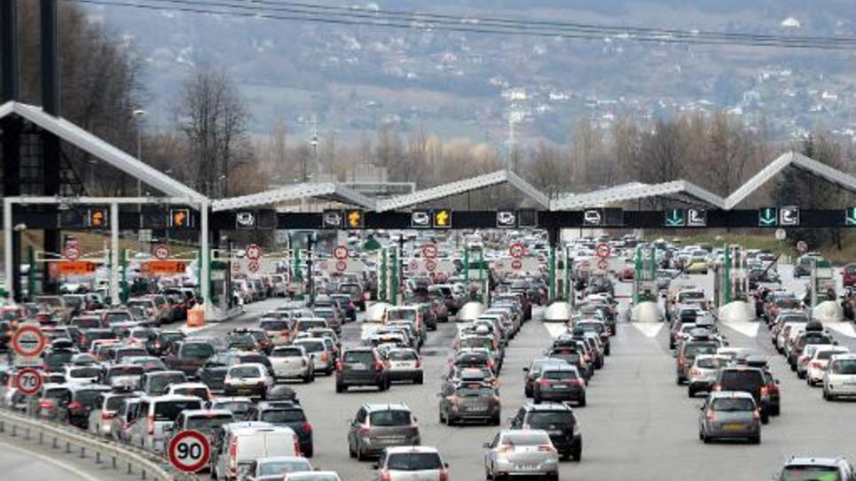 Une hausse du tarif des péages d'autoroute de 0,57% doit être présentée aux usagers