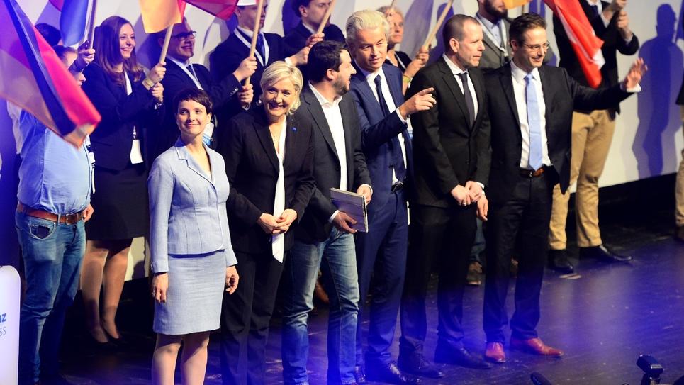 Frauke Petry de l'AfD, Marine Le Pen (FN), Matteo Salvini, de la Ligue du Nord italienne, et Geert Wilders du Parti de la Liberté néerlandais réunis à Coblence en Allemagne le 21 janvier 2017