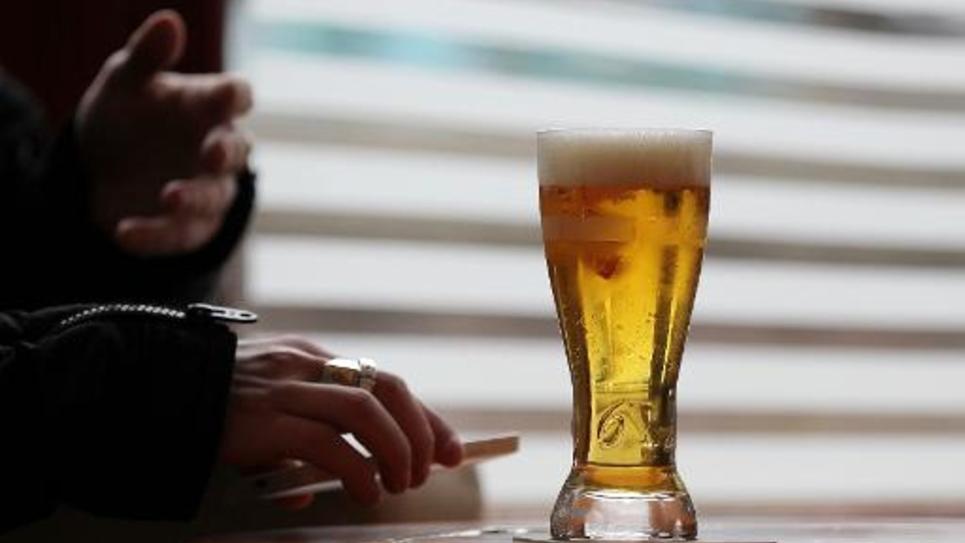 La modification de la Loi Evin qui limitait très fortement la publicité pour l'alcool, inquiète la presse vendredi