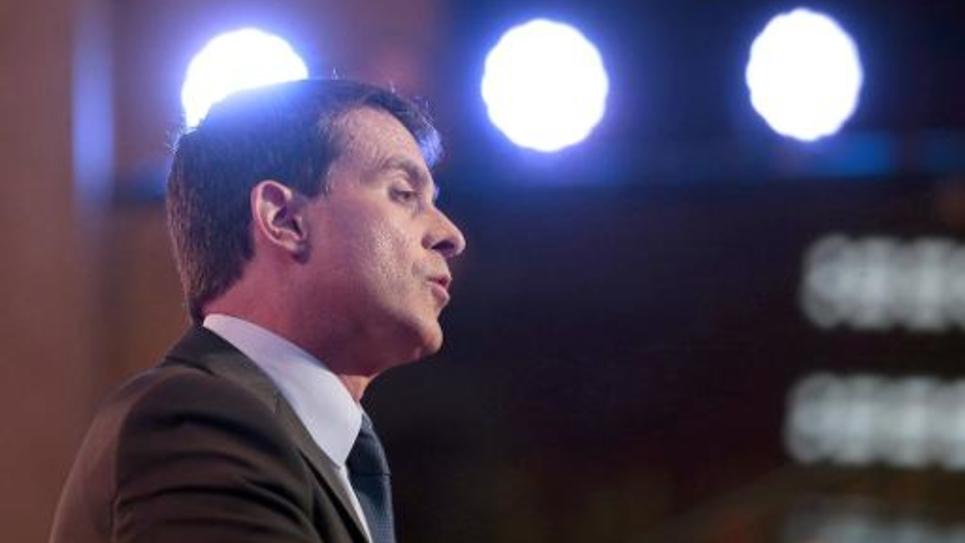 Le Premier ministre Manuel Valls prononce le discours de clôture de la conférence sociale au Palais d'Iena à Paris le 8 juillet 2014