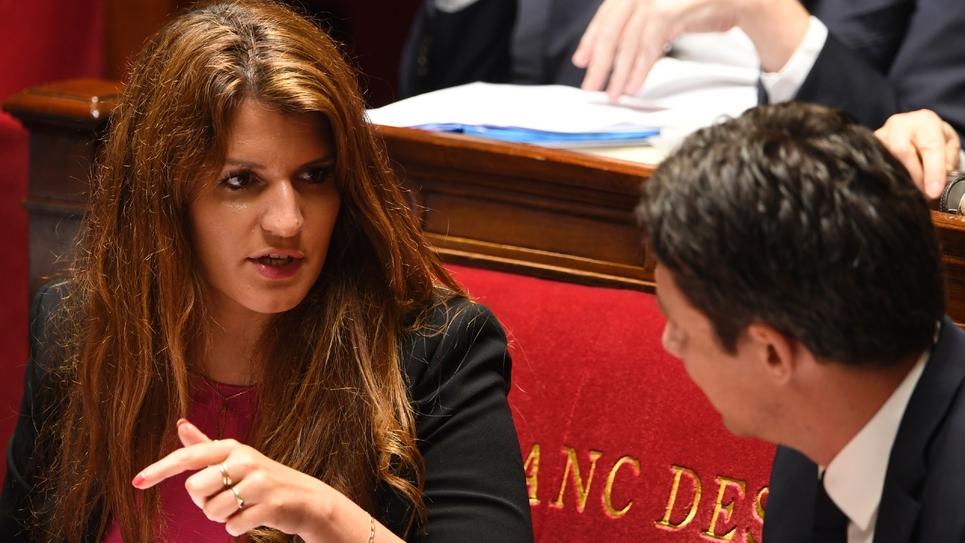 La secrétaire d'État à l'Égalité femmes-hommes Marlene Schiappa (G), à l'Assemblée nationale à Paris le 16 mai 2018