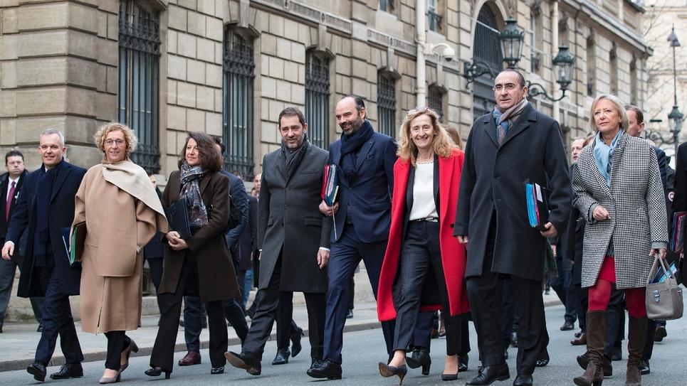 Les ministres traversent la rue pour se rendre à l'Elysée pour le premier conseil de l'année, le 4 janvier 2019