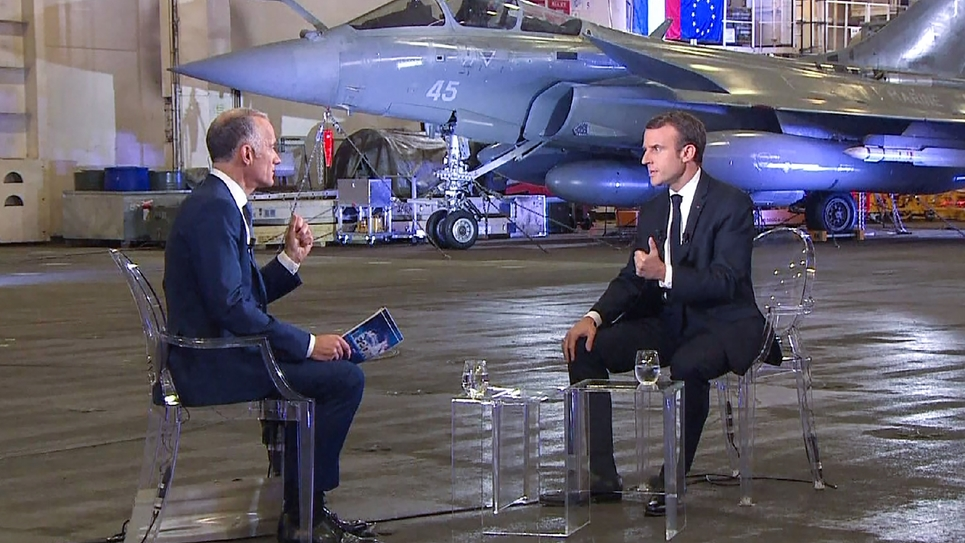 Photo de l'interview d'Emmanuel Macron à bord du Charles de Gaulle diffusée par TF1, le 14 novembre 2018 au large de Toulon