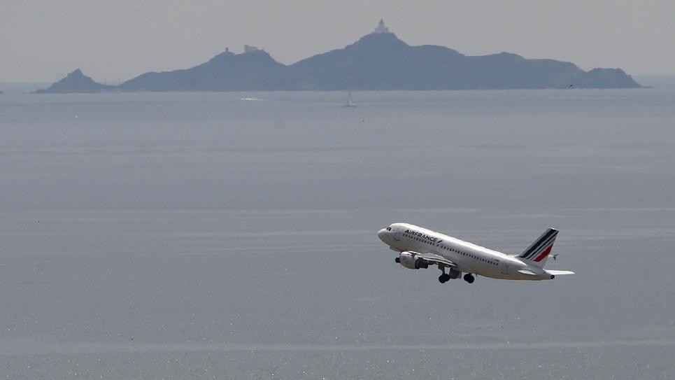 Un avion Air France décolle de l'aéroport d'Ajaccio le 7 juin 2019