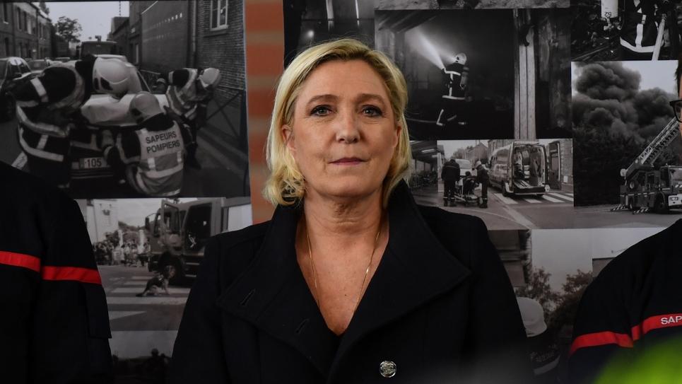 La présidente du Rassemblement national (RN), Marine Le Pen, dans une caserne de pompiers, à Hénin-Beaumont, le 27 avril 2019