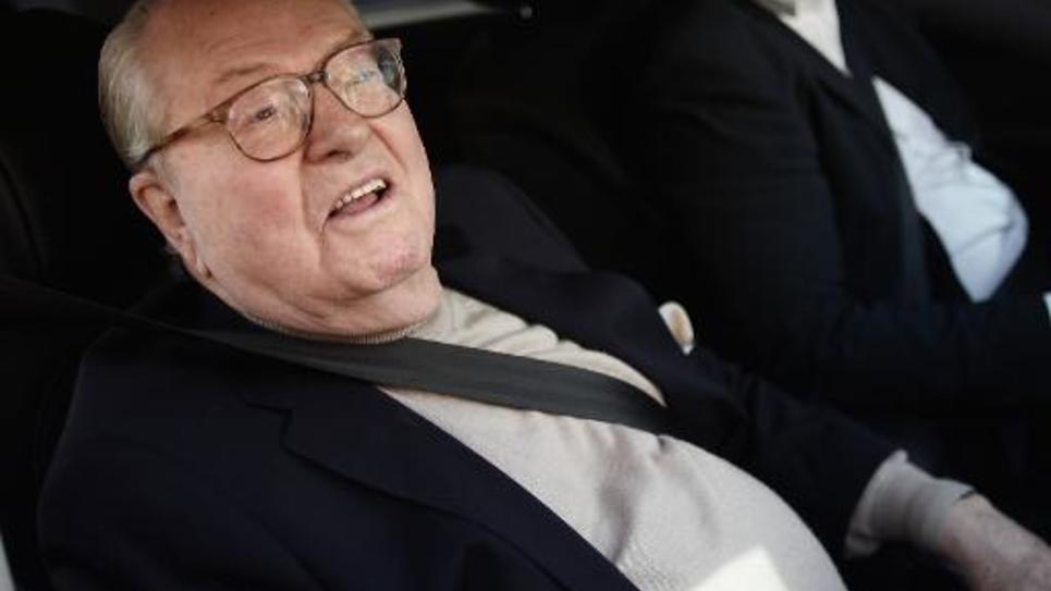 Le président honoraire du FN Jean-Marie Le Pen arrive au quartier général du parti à Nanterre, dans les Hauts-de-Seine, le 4 mai 2015