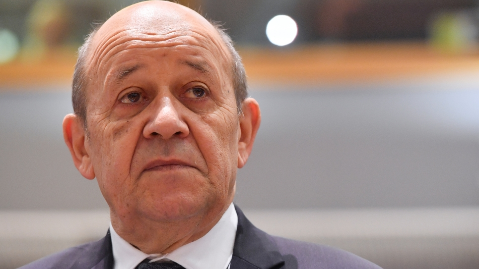 Le ministre français des Affaires étrangères Jean-Yves Le Drian participe à une réunion avec ses homologues de l'Union européenne à Bruxelles, le 15 juillet 2019