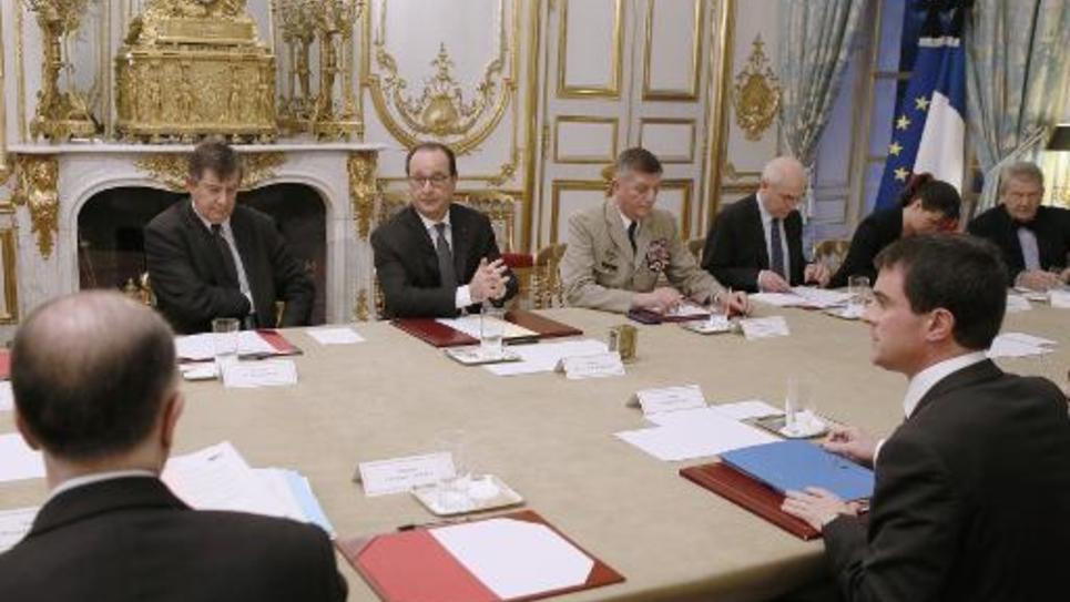 François Hollande préside une réunion de crise le 8 janvier 2015 à l'Elysée à Paris