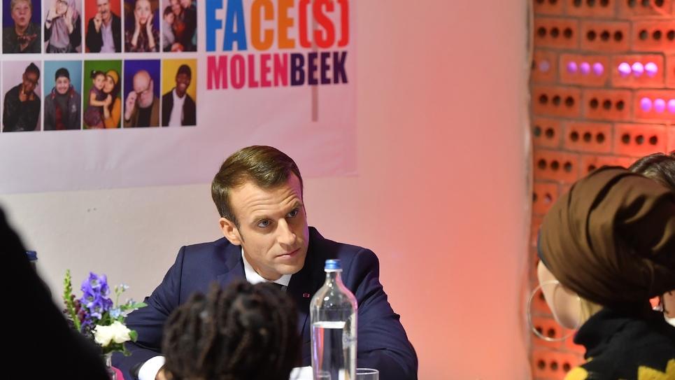 """Emmanuel Macron reçu dans l'espace de coworking """"SMart/LaVallée"""" dans la commune bruxelloise de Molenbeek, le 20 novembre 2018"""