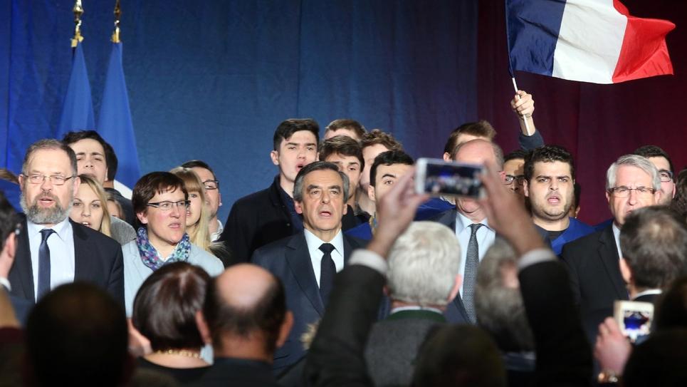 François Fillon devant les militants, après une journée passée à arpenter les Ardennes, le 2 février 2017 à Charleville-Mézières