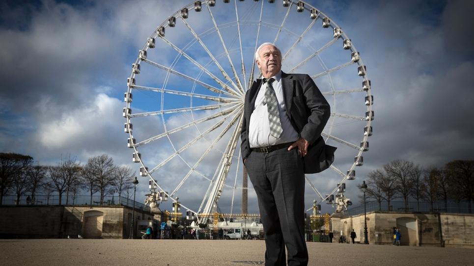 Marcel Campion devant sa grande roue, place de la Concorde, le 23 novembre 2017
