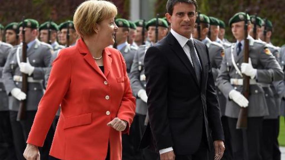 Manuel Valls accueilli avec les honneurs militaires par Angela Merkel le 22 septembre 2014 à Berlin