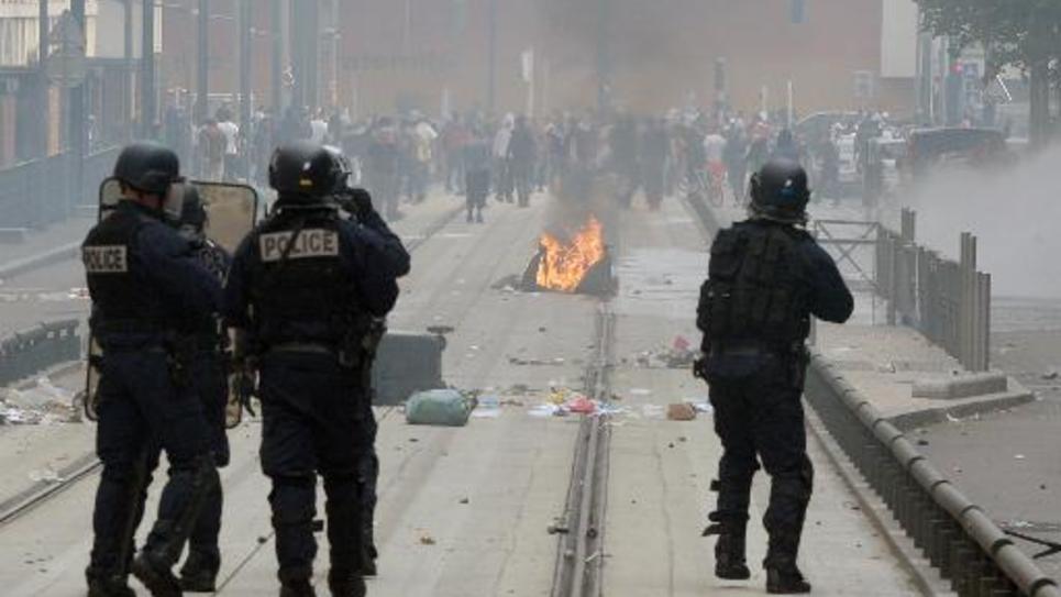 Des policiers affrontent des manifestants à Sarcelles, le 21 juillet 2014