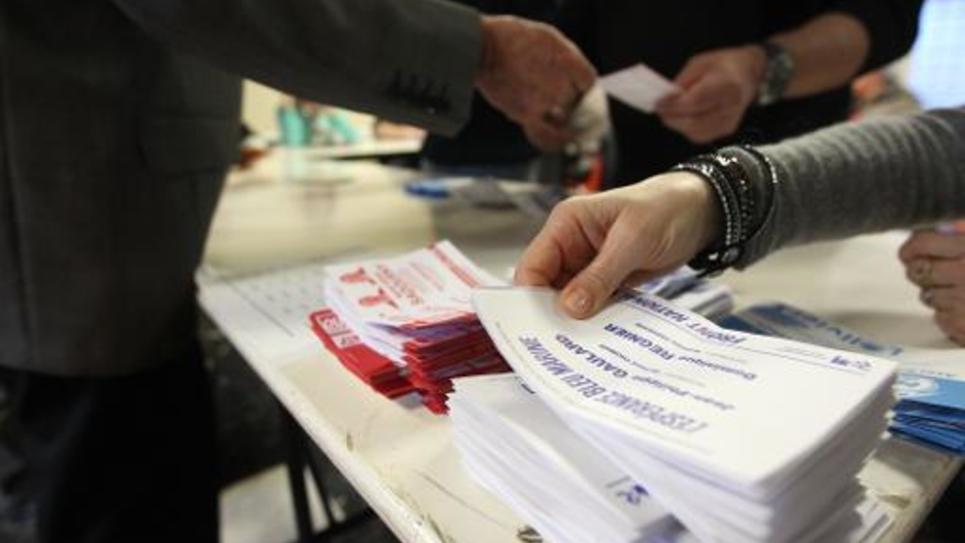 Un bureau de vote au premier tour des départementales le 22 mars 2015 à Ortaffa, dans le sud de France