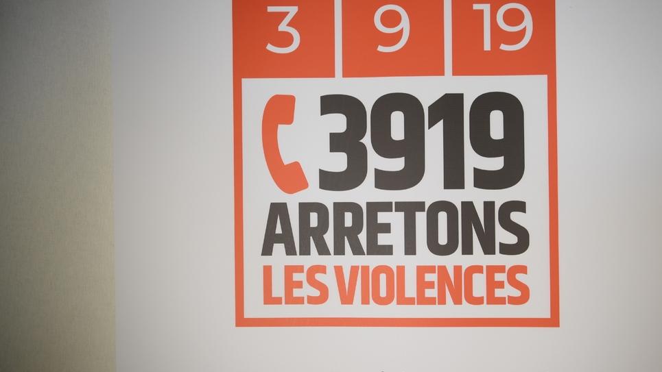 """La gendarmerie nationale a annoncé mardi l'ouverture d'une enquête interne après la prise en charge """"défaillante"""" d'une femme menacée par son mari et dont l'appel à la plateforme d'accueil téléphonique des violences conjugales avait été suivi en direct"""
