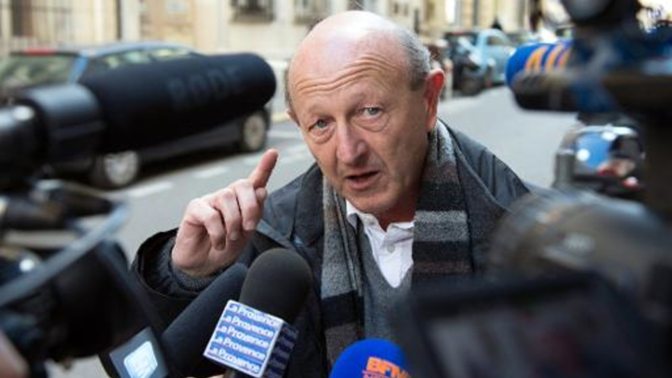 Jean-Luc Bennahmias s'exprime devant des journalistes le 24 février 2014 à Marseille
