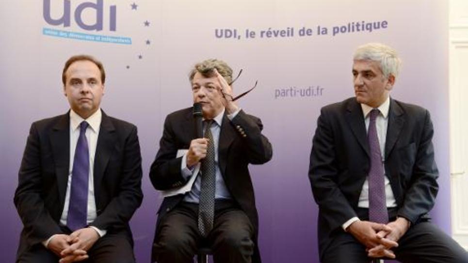 L'ancien président de l'UDI Jean-Louis Borloo entouré de Jean-Christophe Lagarde (g) et Hervé Morin (d) lors d'un point presse à Paris le 6 mai 2013