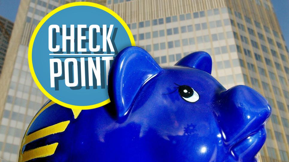 Loge du Check Point d'Europe Hebdo sur un cochon tire-lire