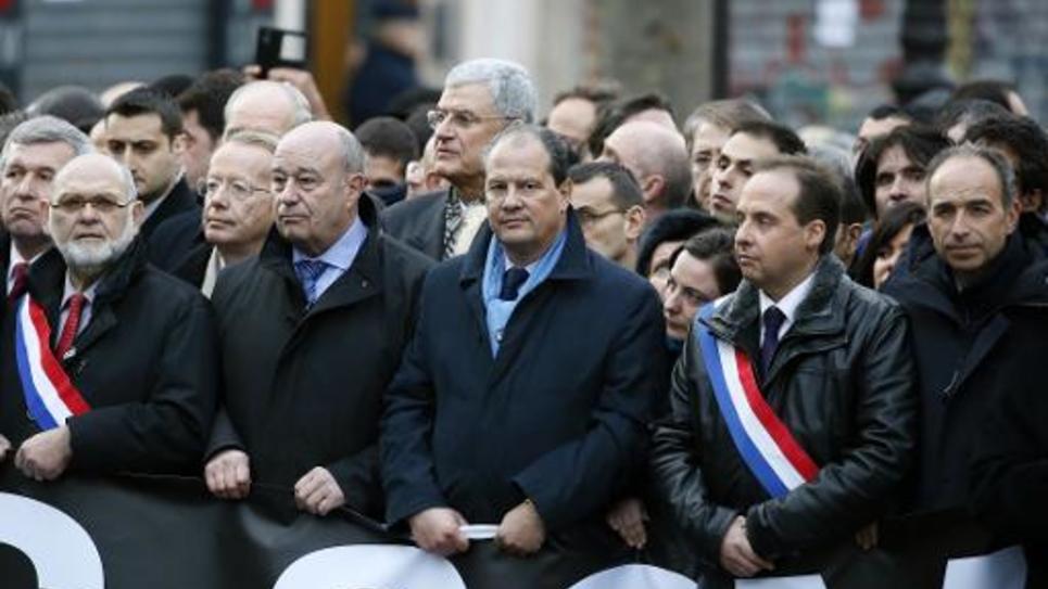 Le premier secrétaire du PS, Jean-Christophe Cambadélis (C), marche aux côtés de Jean-Michel Baylet (2eG), Jean-Christophe Lagarde (UDI, 2e D) et Jean-François Copé (UMP, 1e D), le 11 janvier 2015 à Paris, en hommage aux victimes des attentats