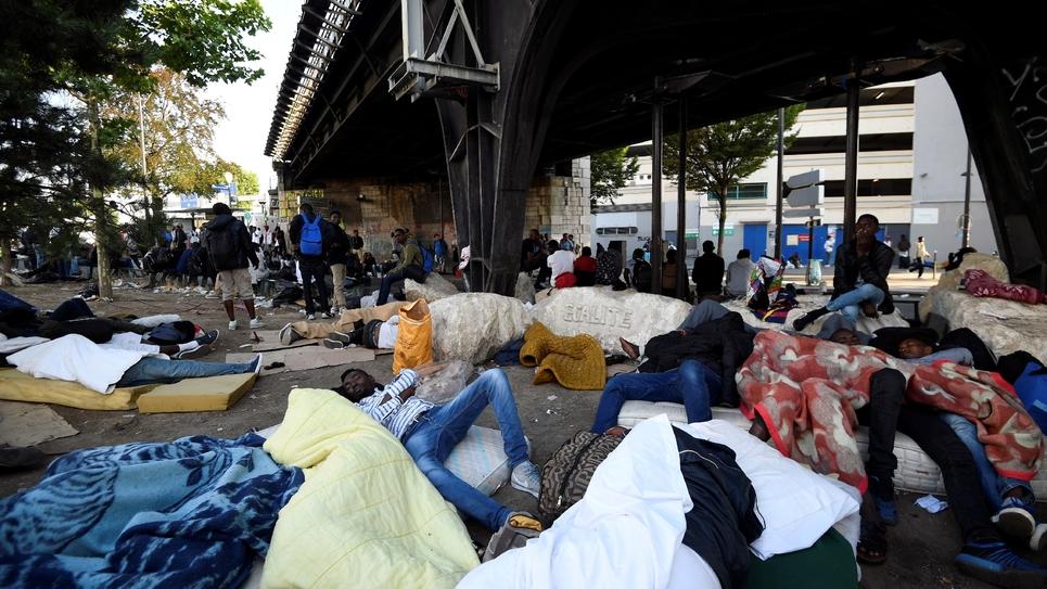 """Résultat de recherche d'images pour """"migrants évacués à paris juillet 2017 humour"""""""