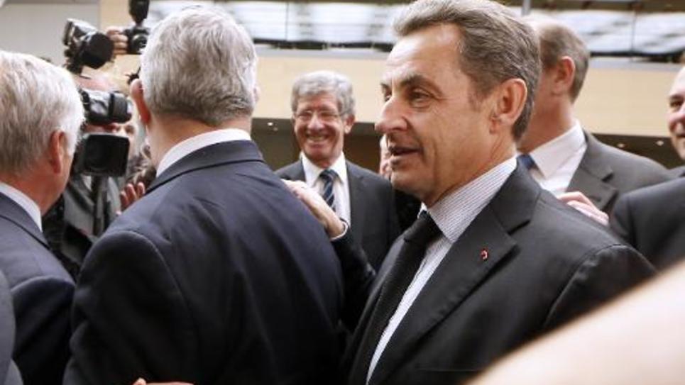 Nicolas Sarkozy arrive à une réunion du groupe UMP à l'Assemblée nationale le 2 décembre 2014
